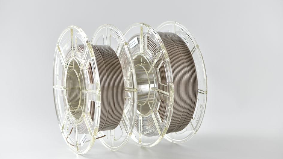 O filamento de PEEK de cor natural, que possui um diâmetro de 1,75 mm, é enrolado em bobinas de 250-500 gramas, adequadas para uso direto em impressoras 3D FFF para materiais de PEEK. 0Informações